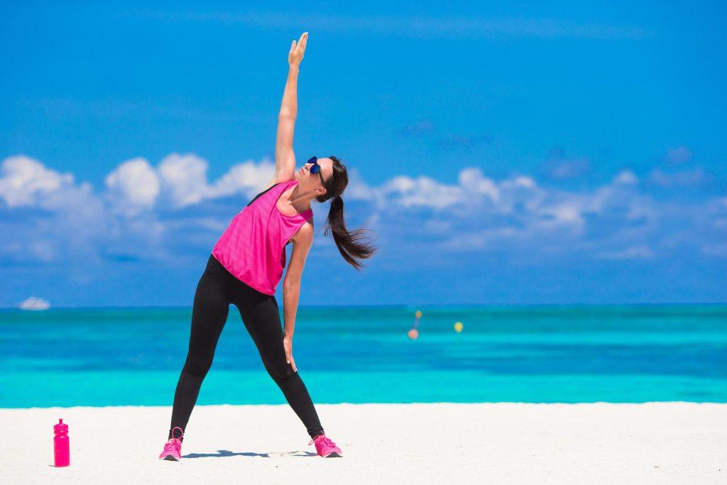 se exercitando na praia